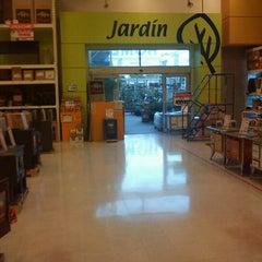 Photo taken at Homecenter Sodimac by Alex Fernando on 6/14/2012