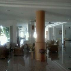 Photo taken at โรงแรมธนินทร กรีน ปาร์ค by Pawit147 S. on 2/13/2012