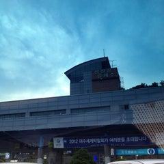 Photo taken at 섬진강휴게소 by HaeBok Y. on 8/7/2012