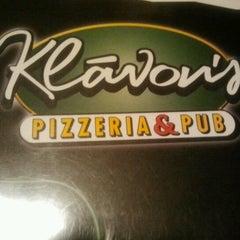 Photo taken at Klávon's Pizzeria & Pub by Sasha B. on 8/19/2012
