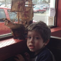 Photo taken at Pizza Harbor by Michelle J. on 4/14/2012