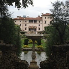Photo taken at Vizcaya Museum and Gardens by Sabdy P. on 5/31/2012