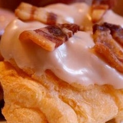Photo taken at Do-Rite Donuts & Coffee by Thrillist on 5/14/2012