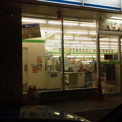 Photo taken at ファミリーマート 藤沢柄沢店 by zx1100e1_35 on 9/4/2012