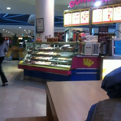 Photo taken at Donut King by Laura H. on 2/27/2012
