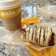 Photo taken at Au Bon Pain by Joseph W. on 8/15/2012