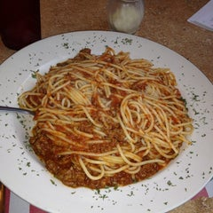 Photo taken at Mike's Pizzeria Italian Restaurant by Bernadette D. on 7/15/2012