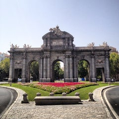 Photo taken at Puerta de Alcalá by Anabel M. on 8/17/2012