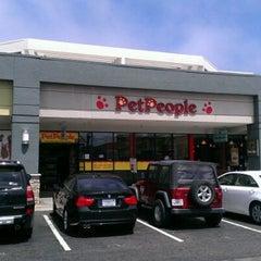 Photo taken at Pet People by Babak L. on 4/21/2012