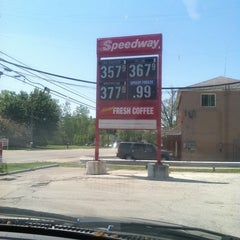 Photo taken at Speedway by Evie W. on 5/10/2012