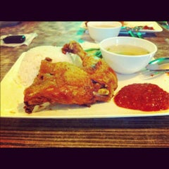 Photo taken at Ket's Kitchen by Yusdianna Ezzah Adya on 6/1/2012