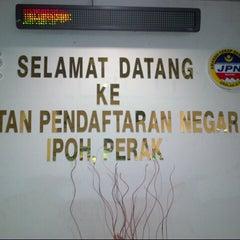 Photo taken at Jabatan Pendaftaran Negara Negeri Perak by Bosco H. on 8/14/2012
