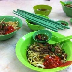 Photo taken at 隆香茶室,Melaka by Koji K. on 3/4/2012