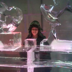 Photo taken at Chillout - Ice Lounge by Jeffrey on 4/3/2012