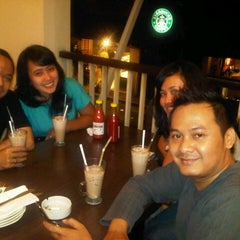 Photo taken at Pizza Hut by Melchior U. on 9/8/2012