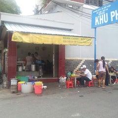 Photo taken at Bánh Canh Chả Cá Quy Nhơn by Hoài Hưng on 8/21/2012