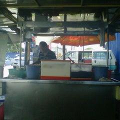 Photo taken at Kampung Bengali Soya Bean by Anwar A. on 9/10/2012