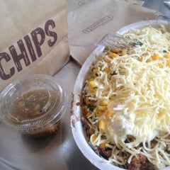 Photo taken at Chipotle Mexican Grill by Perlie R. on 8/7/2012