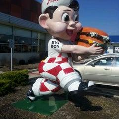 Photo taken at Frisch's Big Boy by Stacia J. on 3/14/2012