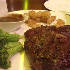 Photo taken at California Pizza Kitchen | 詞碧閣西餐厅 by Johan D. on 9/6/2012
