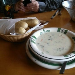 Photo taken at Olive Garden by Deanna N. on 7/21/2012