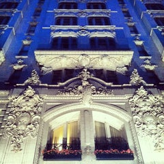 Photo taken at Hotel Monteleone by Erin L. on 4/24/2012