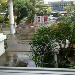 Photo taken at คณะเภสัชศาสตร์ (Faculty of Pharmacy) by Warunyoo W. on 8/20/2012