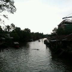 Photo taken at ชูชัยบุรีศรีอัมพวา by Nuy D. on 4/16/2012