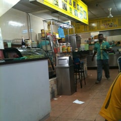 Photo taken at Restaurant Biriyani Sri Manjung by pedee on 2/15/2012