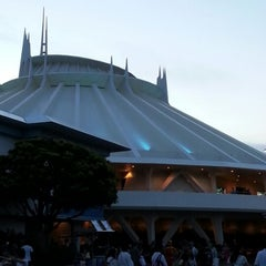 Photo taken at スペース・マウンテン (Space Mountain) by jun y. on 9/9/2012