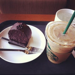 Photo taken at Starbucks by Mi Jin P. on 7/1/2012