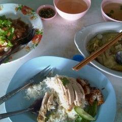 Photo taken at เจ้าพระยาโภชนา2 by Nim K. on 2/5/2012