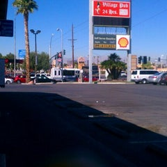 Photo taken at Oasis Hand Car Wash by Samiha G. on 3/21/2012