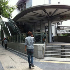 Photo taken at MRT สีลม (Si Lom) SIL by Pang T. on 7/7/2012