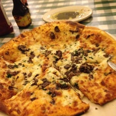 Photo taken at Italianni's Pasta, Pizza & Vino by Gerardo S. on 3/4/2012