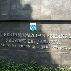 Photo taken at Dinas Pertamanan dan Pemakaman Provinsi DKI Jakarta by Taufiq O. on 5/21/2012