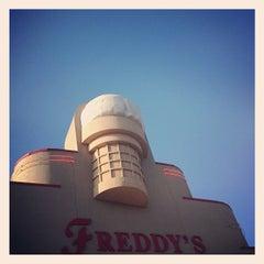 Photo taken at Freddy's Frozen Custard & Steakburgers by Dan S. on 7/5/2012