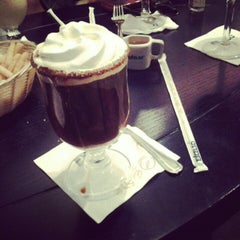 Photo taken at EXCELSO Café by Antee H. on 8/20/2012