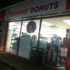 Photo taken at Dunkin' Donuts by Arzu K. on 9/5/2012
