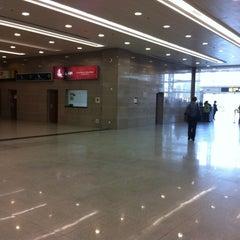Photo taken at Aeroporto Internacional de Maputo by Darlan F. on 8/3/2012