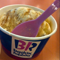 Photo taken at Baskin Robbins by Hesty H. on 4/13/2012