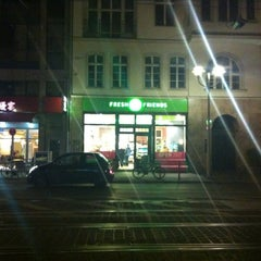 Photo taken at Green & Fresh Mitte by Lizette B. on 4/21/2012