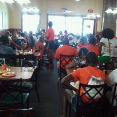Photo taken at Golden Corral by D'errick S. on 7/13/2012