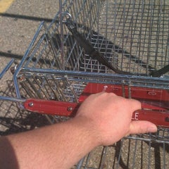Photo taken at Giant Eagle Supermarket by Janmichael G. on 9/10/2012