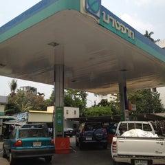 Photo taken at ปั๊มบางจาก วัดน้อยนางหงษ์ by Taijung H. on 3/29/2012