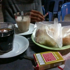 Photo taken at Black Coffee by Alex X. on 8/10/2012