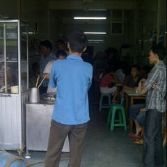 Photo taken at Mie Terang Bulan by Andries M. on 5/24/2012