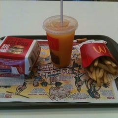 Photo taken at McDonald's by Jonathan I. on 7/18/2012