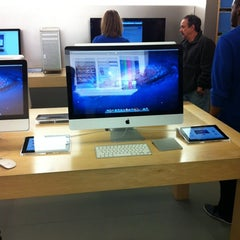 Photo taken at Apple Store, Providence Place by Marquinhos M. on 2/25/2012