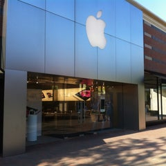 Photo taken at Apple Store, Partridge Creek by Robert D. on 5/15/2012